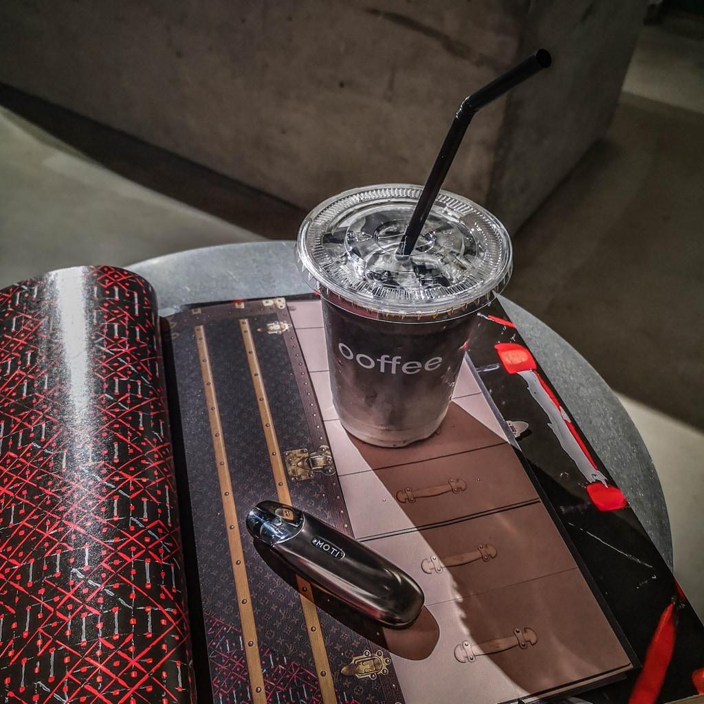 Moti One - Café